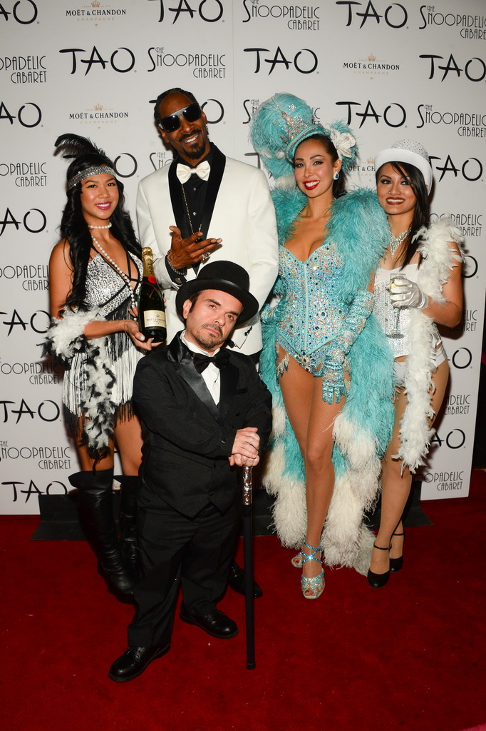 Snoop Dogg with Snoopadelic Cabaret Cast