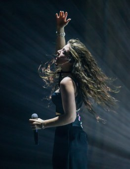 LORDE Performing at The Joint