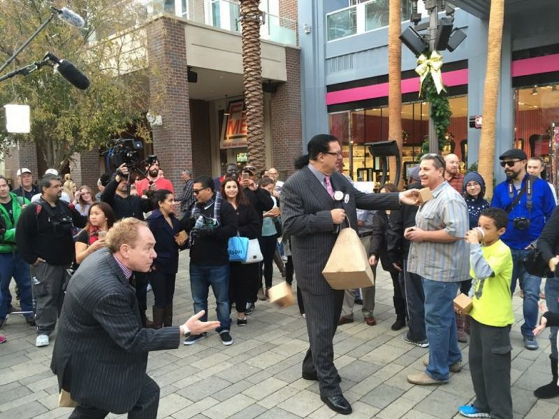 Penn & Teller Surprising Visitors with Sprinkles Cupcakes at The LINQ Promenade - LVCVA