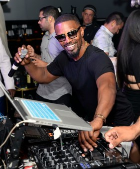 Jamie Foxx takes over the turntables at Hyde Bellagio