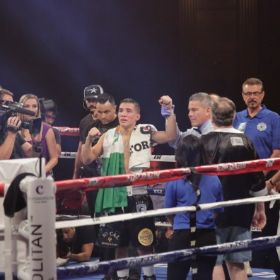 Valdez defeats Avalos