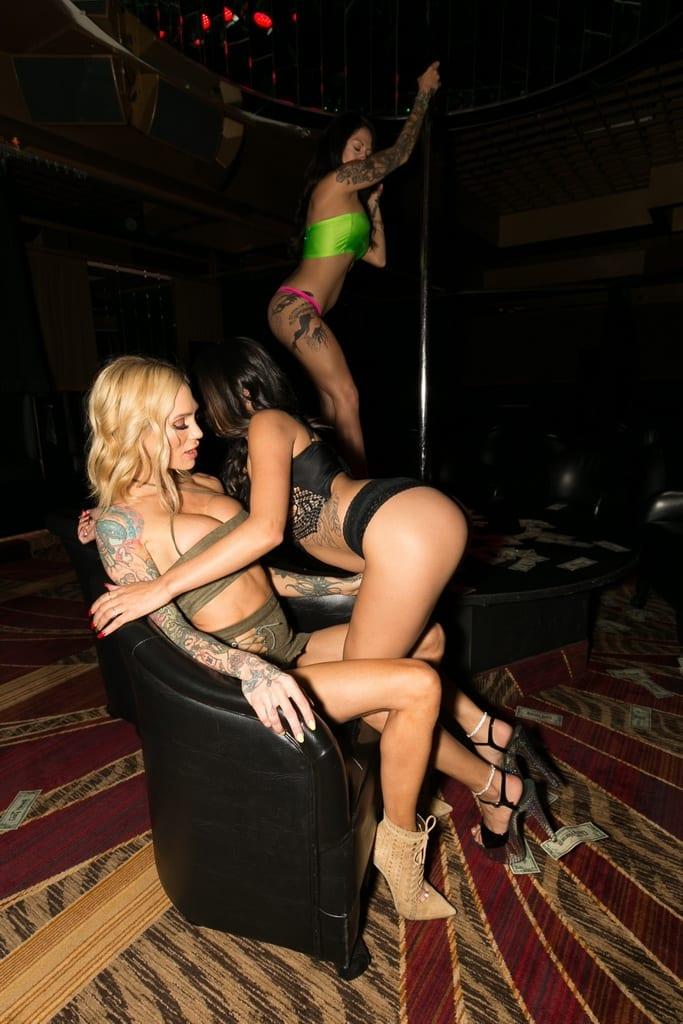 Sarah Jessie Receives Lap Dance by Crazy Horse 3 Entertainer