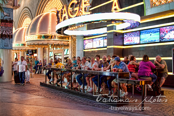 Golden Nugget Street Bar on Fremont Street Experience