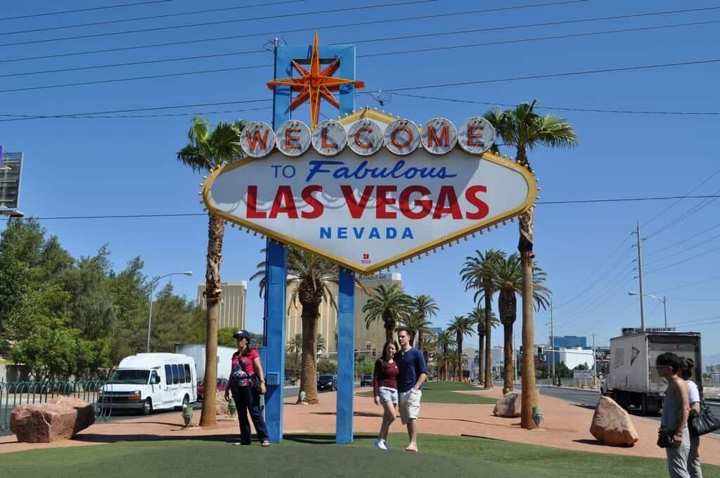 Fabulous Las Vegas Sign - Las Vegas Free Attractions