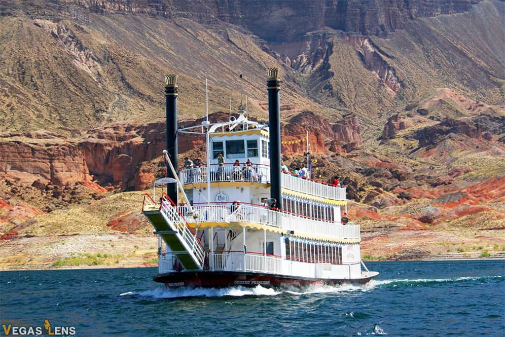 Paddleboat Ride - Las Vegas attractions for Couples