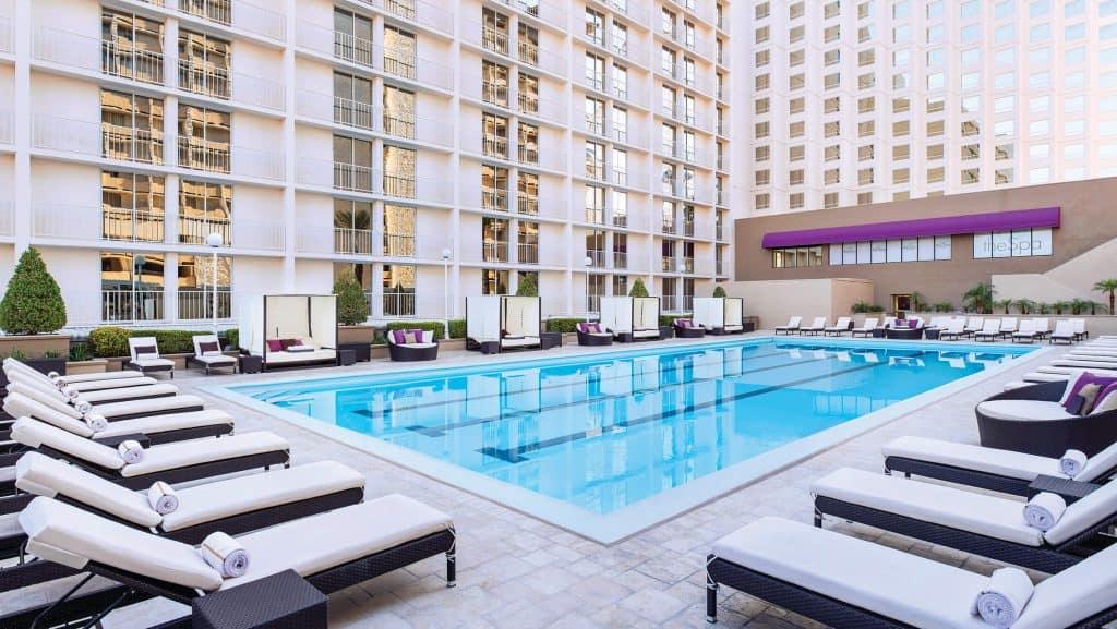 Harrah's Hotel & Casino - Cheap Vegas Hotels On The Strip