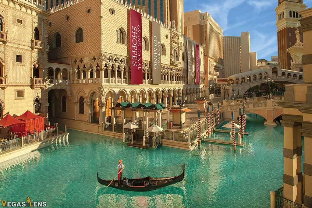 Gondola Rides - Water show in Las Vegas