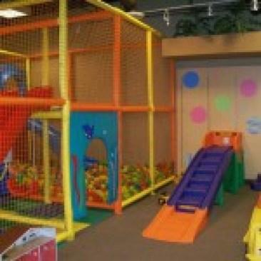 Kinderland indoor Play- slide and ball pit
