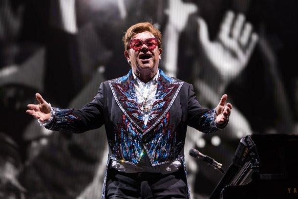 Elton John host living room concert for america