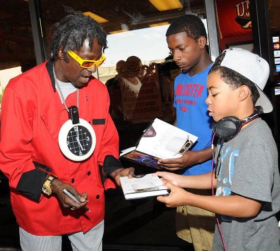 "Flavor Flav Hosts Block Party for ""House Of Flavor"" BBQ Restaurant"