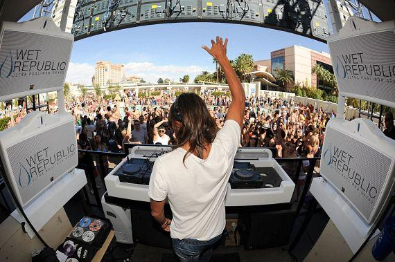DJ Bob Sinclar Delivers Impressive Set at WET REPUBLIC in Las Vegas