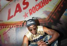 Coolio poses with Rockhouse Sign