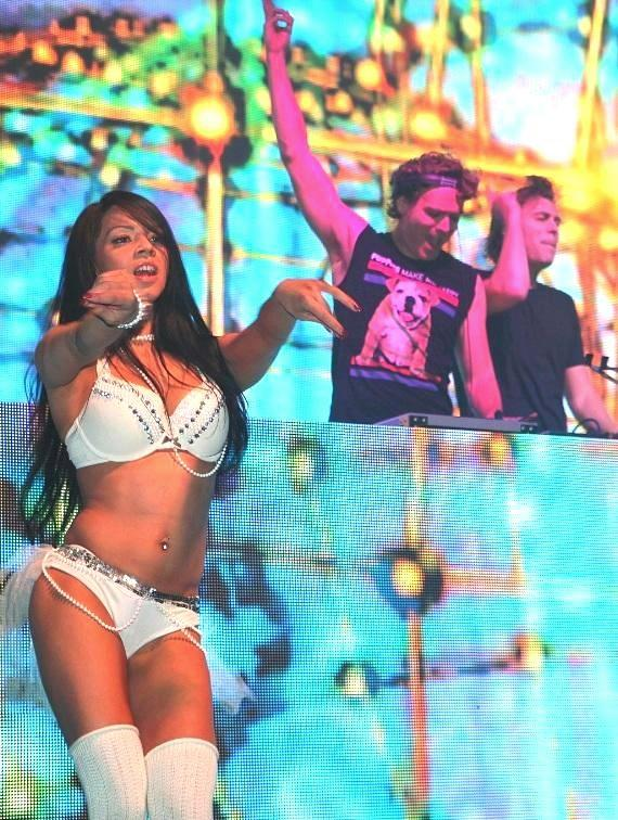 EC Twins perform in first ever EDM Pop Up Series in Downtown Las Vegas at DLVEC