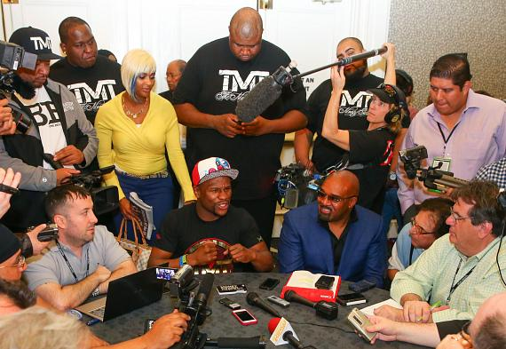 """Floyd """"Money"""" Mayweather Holds Press Conference to Promote Fight Against Marcos """"El Chino"""" Maidana"""