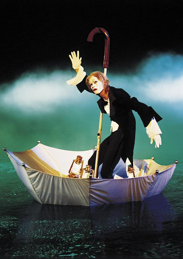 """Cirque du Soleil Dives into Fall with Exclusive Locals' Offer for """"O"""""""