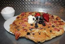"""Hash House a Go Go Honors Old Glory with a Red, White & Blue """"Flag-Jack"""" July 1-4"""