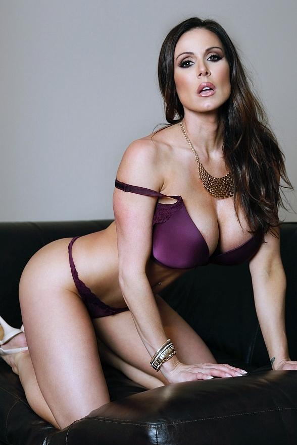 Award-Winning Adult Film Star Kendra Lust to Host Birthday Party at Crazy Horse 3 Sept. 15