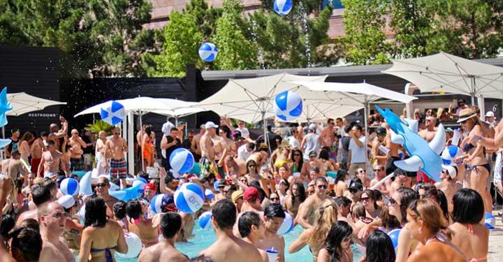 Vegas pool parties Liquid pool