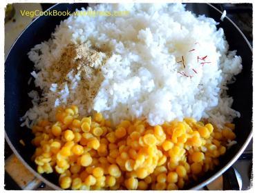 Adding rice,dal,elaichi powder and saffron strands into the pan