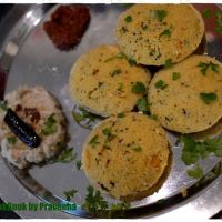 Instant Rava Idli / Steamed Semolina Patties