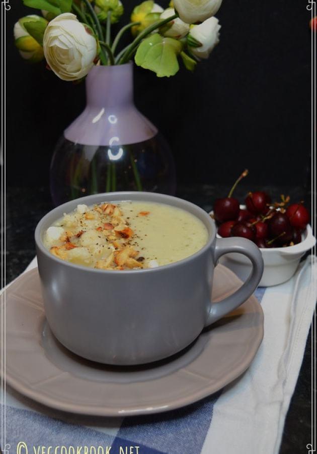 Creamy Cauliflower Vegan Soup. Vegetarian,Plant Based,Low Carbs, Low calories, healthy soup made in instant pot pressure cooker or stove top.