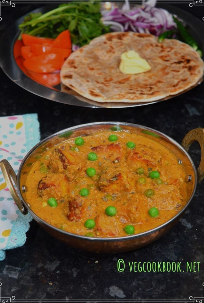 Matar paneer Sabzi / Mutter Paneer curry. Indian Restaurant style recipe in Instant Pot Pressure Cooker or Stove top with Green peas & cottage cheese.