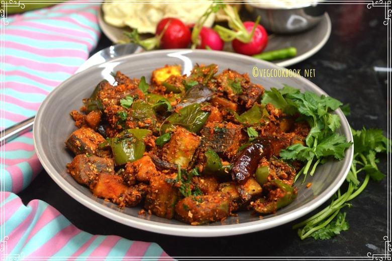 bell pepper & raw banana curry. kacche kele aur shimla mirch ke sukhi sabzi. vegan, gluten free indian curry recipe with aratikaya & capsicum.