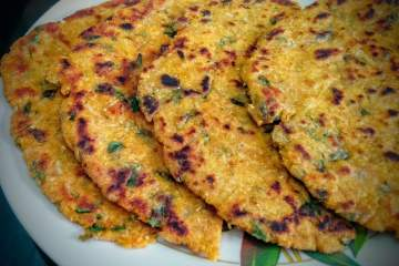 Makki Mooli Methi Paratha Recipe