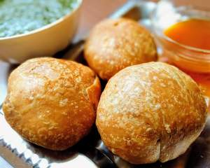 Urad Dal Kachori is a crunchy delicious snacks filled with a spicy Urad Dal stuffing. It is deep fried till it crispy & flaky.