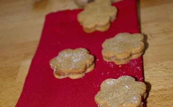 Biscuits à la cannelle fourrés aux noisettes
