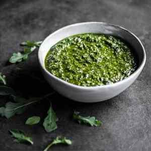 Pesto aux feuilles de céleri-rave