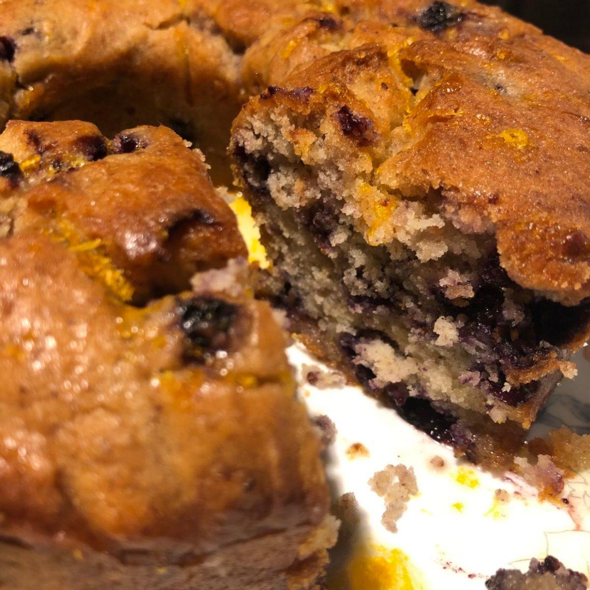 Gâteau aux myrtilles et sirop d'orange