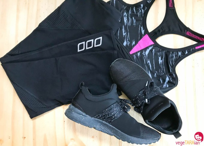 Workout-tights-sneakers