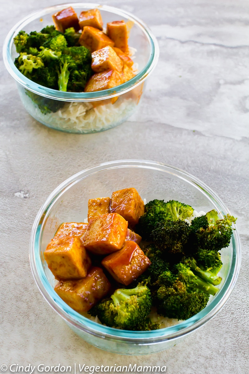 two small glass bowls full of tofu, broccoli, and rice