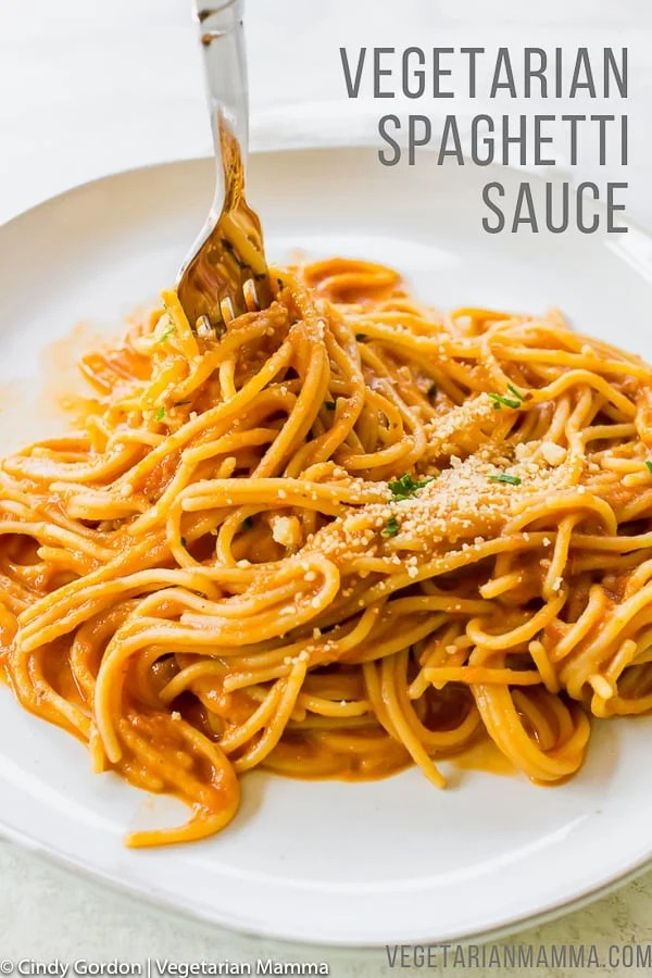 Vegetarian spaghettti sauce is a delicious minimalist approach to meatless spaghetti sauce. Using minimal fresh ingredients brings out the robust taste in this vegan spaghetti sauce. #vegetarianspaghetti #veganspaghetti