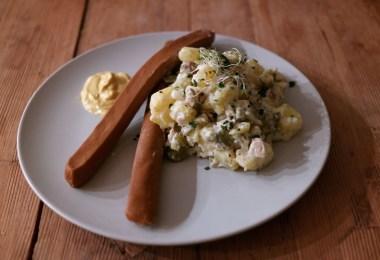 Veganer Kartoffelsalat mit Vürstchen