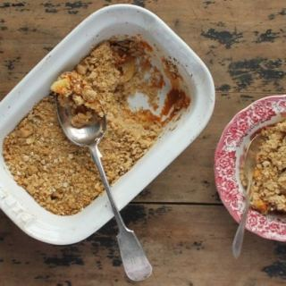 Apple Pumkin Crumble/Crisp with Gingerbread Oat Topping | Veggie Desserts Blog