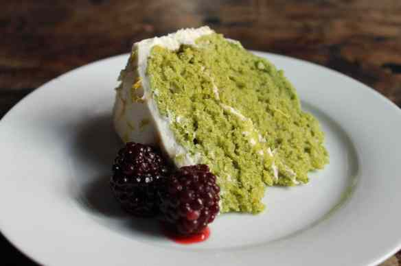 Lemon and Stinging Nettle Cake with Lemon Icing and Blackberries | Veggie Desserts Blog