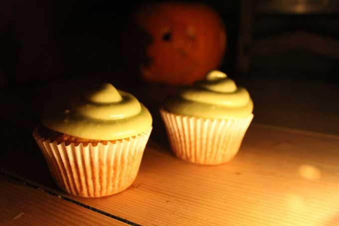 Pumpkin Cupcakes with Ghoulishly Green Avocado Icing. Lightly spiced, these pumpkin cakes are topped with a ghoulishly green avocado icing - a slightly healthier take on buttercream | Veggie Desserts Blog