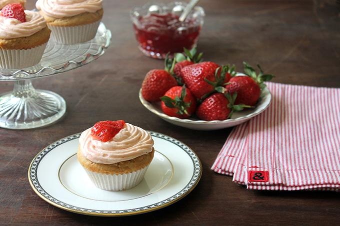 Peanut Butter Cupcakes with Strawberry Jam Icing | Veggie Desserts Blog