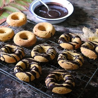 Baked Pumpkin Donuts with Chocolate Glaze | Veggie Desserts Blog