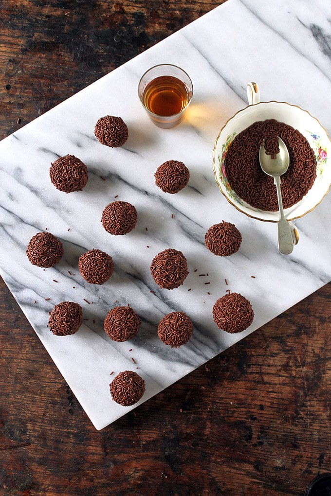 Christmas Leftover Recipes: Christmas Pudding Truffles with Rum | Veggie Desserts Blog
