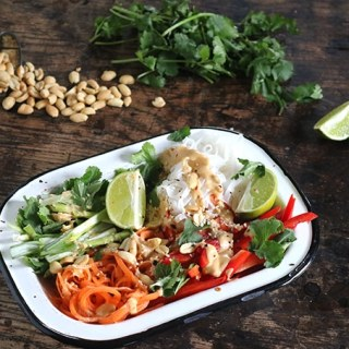 Vegan Noodle Bowl with Peanut Sauce | Veggie Desserts Blog