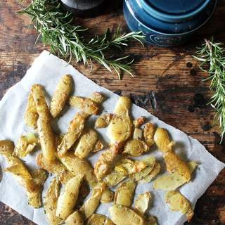 Roasted Potato Peelings with Rosemary and Sea Salt | Reduce Food Waste | Vegan, Gluten-Free | Veggie Desserts Blog