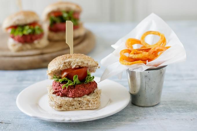 Recipe: Easy Mini Beetroot Burgers