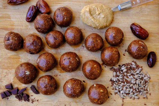 Peanut butter vegan energy balls
