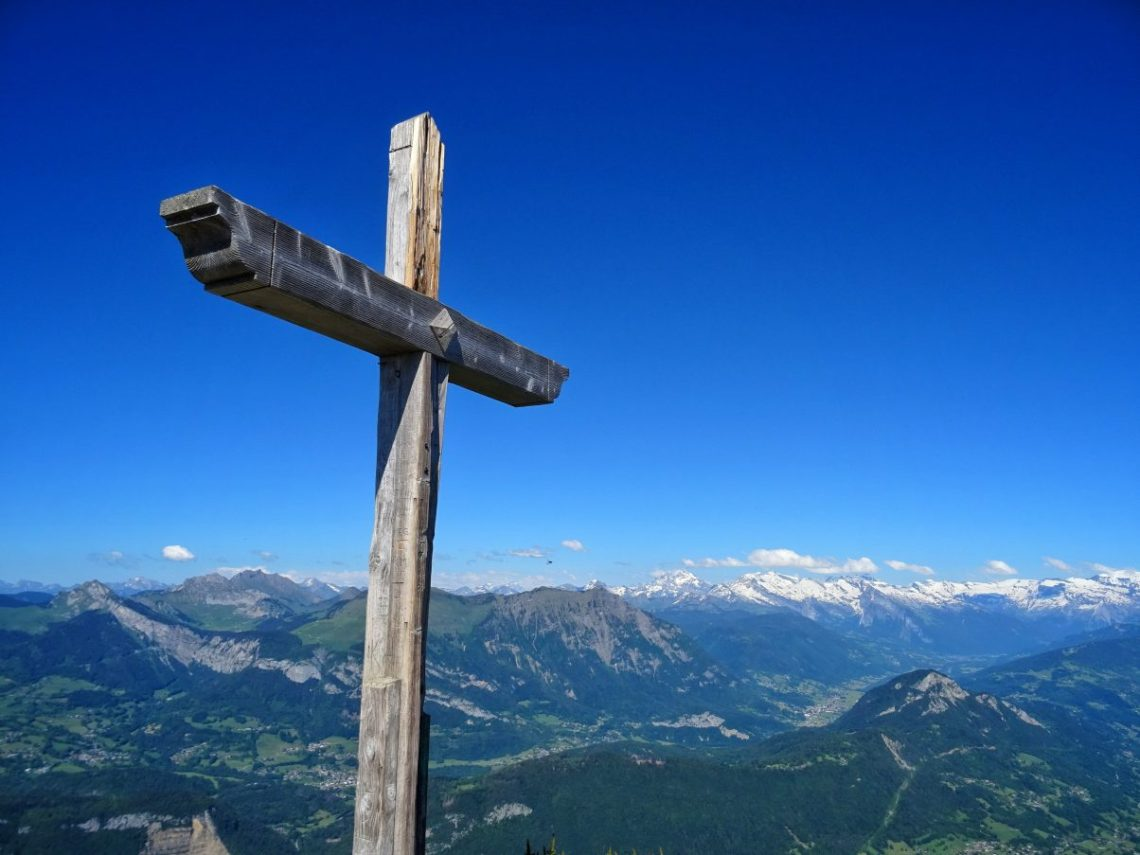 Cross at the top of Le Môle