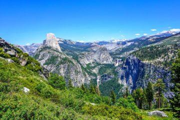 Panorama trail Yosemite hiking trail