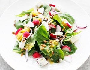 Spinach salad with pomelo