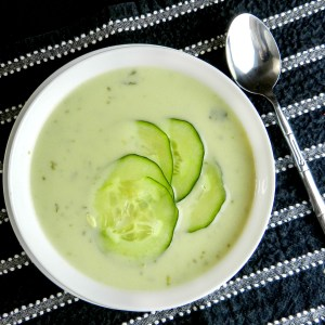 Raw vegan cucumber soup